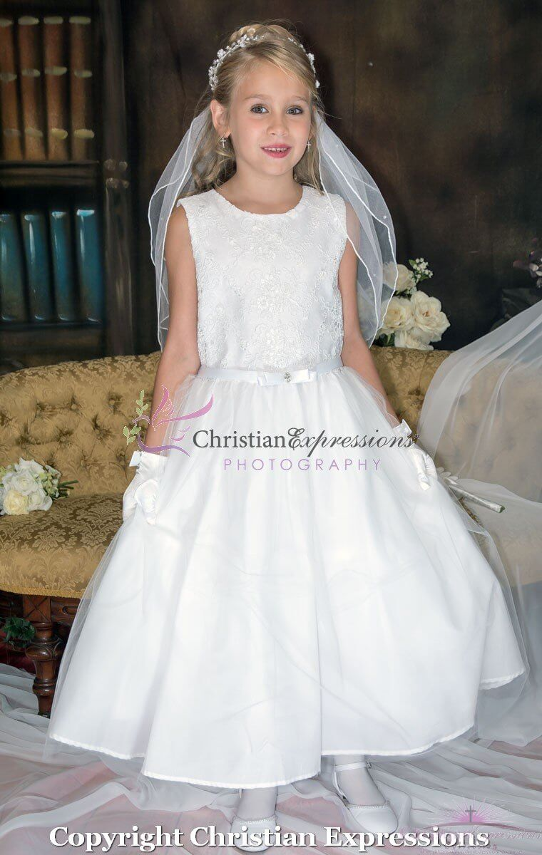 Girls First Communion dresses with lace and tulle